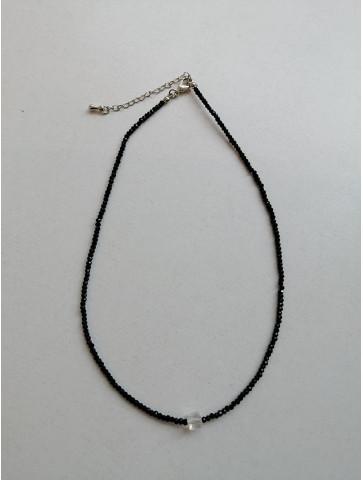 Necklace - black beads -...
