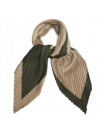 Square pleated scarf