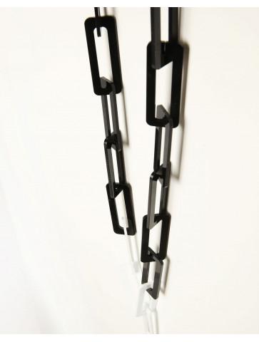Plexiglas chain in black/white