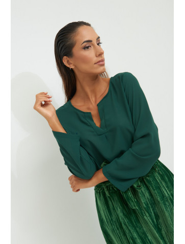 Tunic with v-neck.