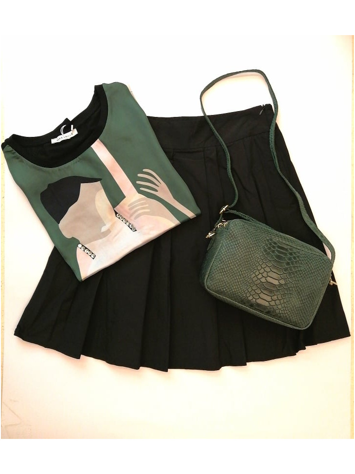 black skirt with pleats in black color