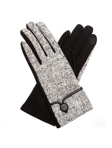 Gloves with spike pattern