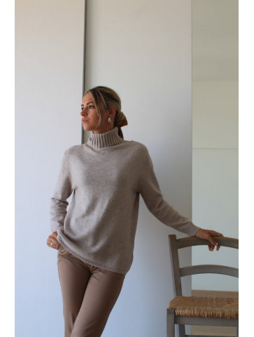 Zivago sweater in 3 colors beige, camel and khaki. 2 sizes S/M & L/XL.