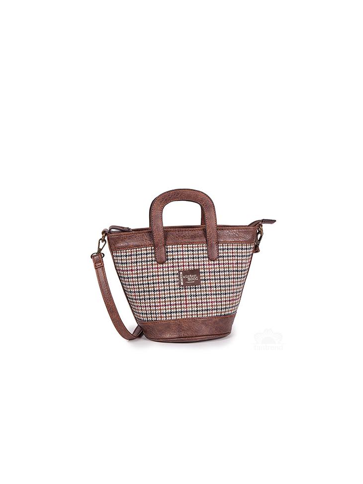Μικρή τσάντα σχήματος καλαθιού.